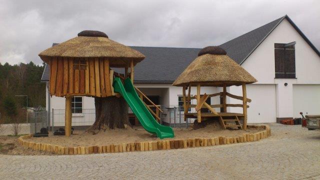 Reetdach Spielplatz